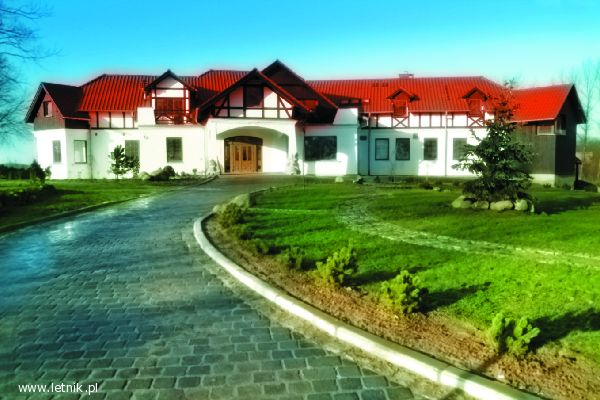 chorwacja nocleg makarska student travel bureau